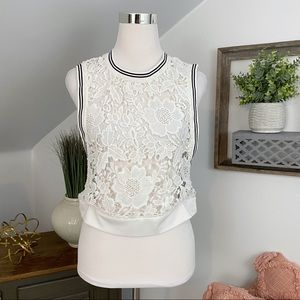 Verty Lace Open Side Crop